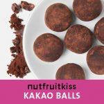 Energyballs Kakao auf einem Teller